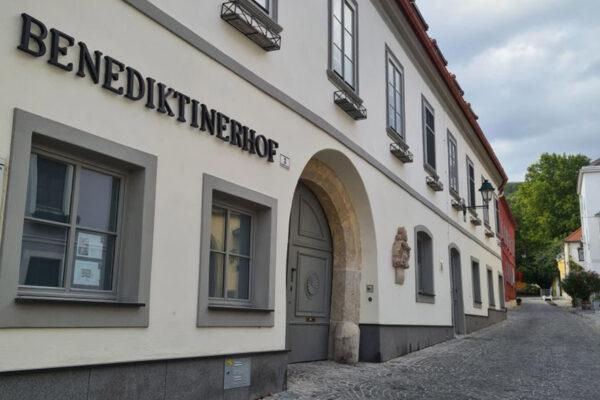 Ordination Gumpoldskirchen - Dr. Daryousch Parvizi - Schönheitschirurg nähe Wien